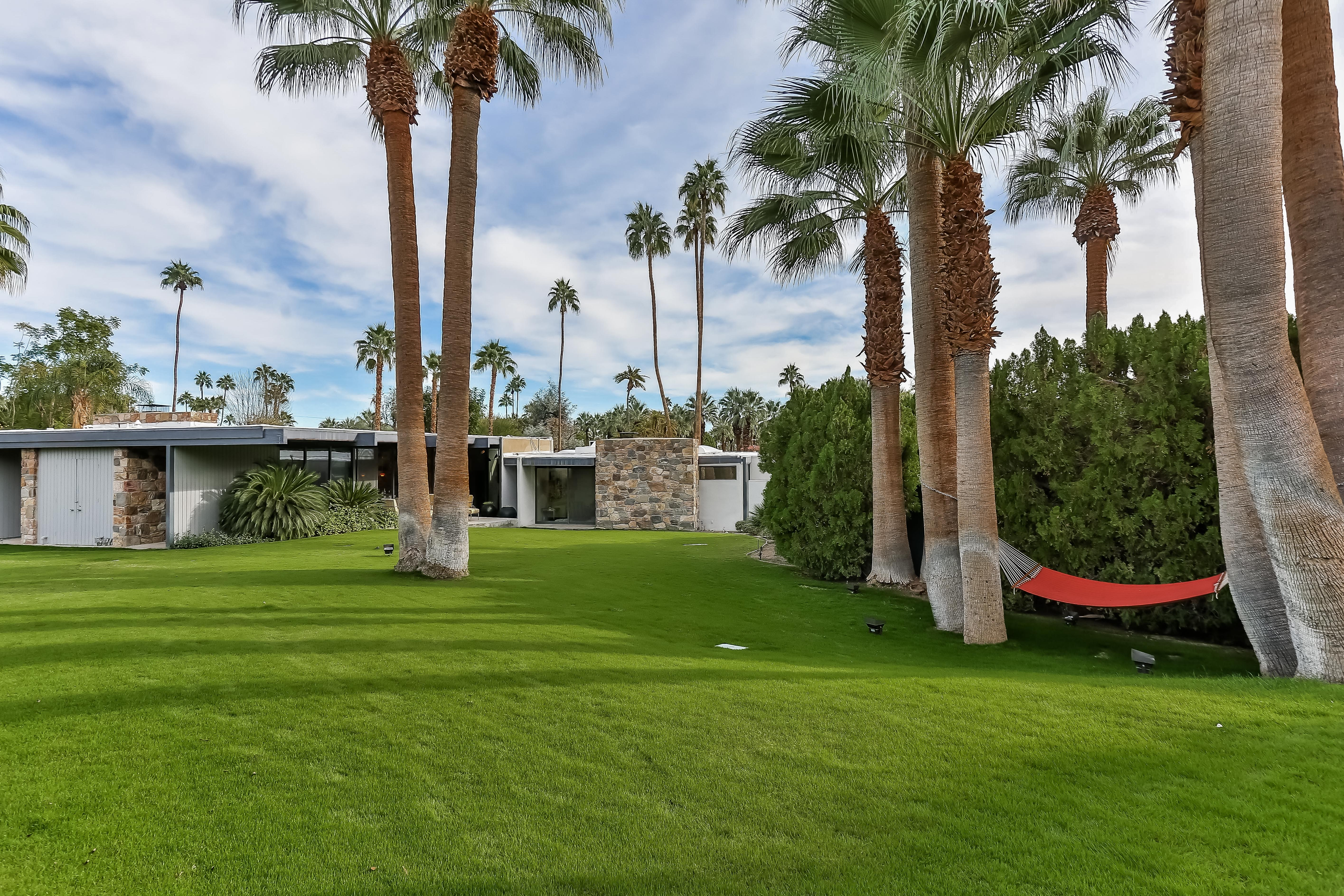 Spend a night (or five) at this midcentury-modern Leonardo DiCaprio's Palm Springs gem