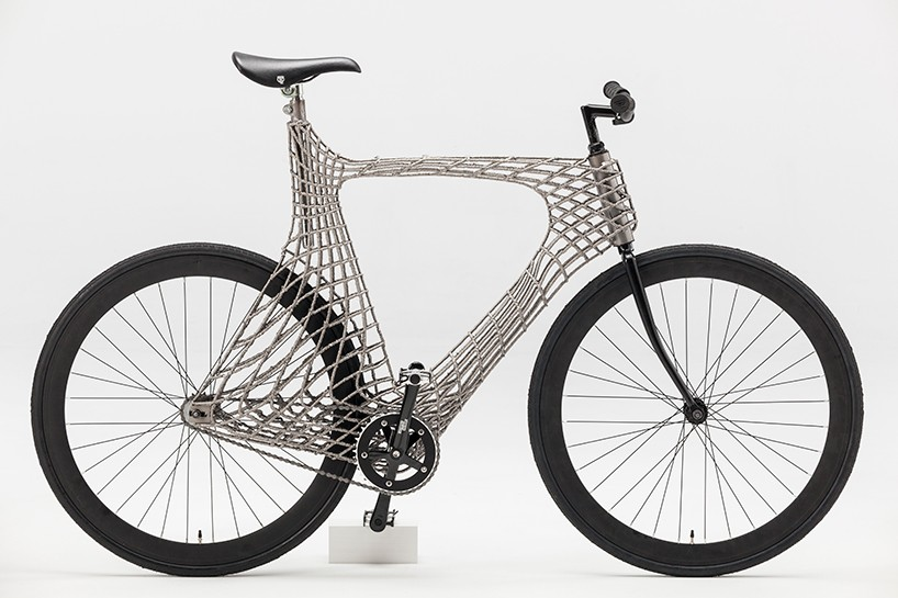 TU delft students use MX3D robots to 3D print stainless steel arc bicycle
