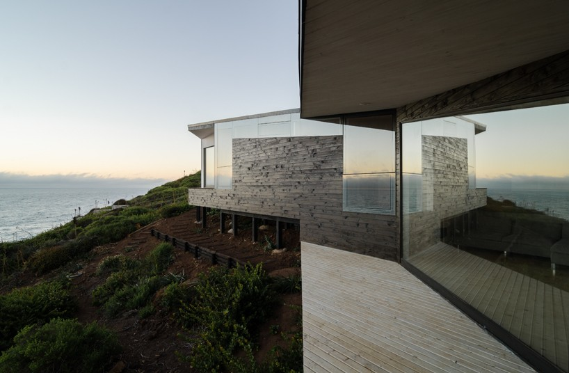 Whale! Architecture plans casa tunquén as an escape from the city