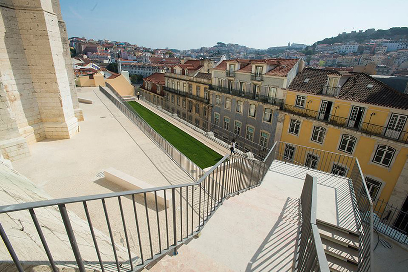 Alvaro Siza reconnects Lisbon's chiado district with carmo terrace
