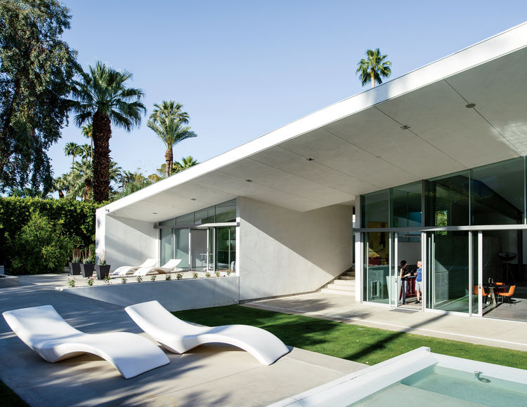 8 All-White Homes in Scorching Hot Climates