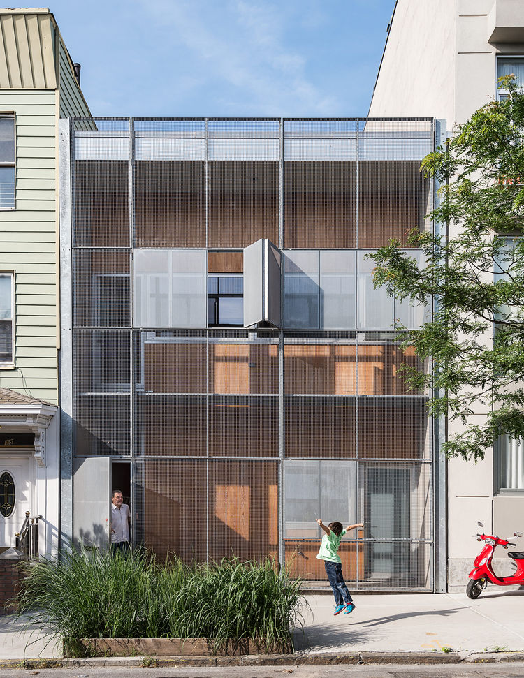 A Rooftop Garden Grows on This Home in a Gritty Brooklyn Neighborhood