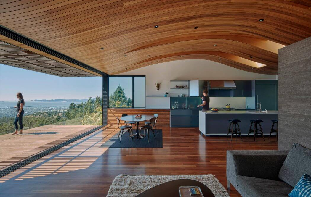 Overlooking the city of Oakland, this contemporary house was completely redesigned by Terry and Terry Architecture