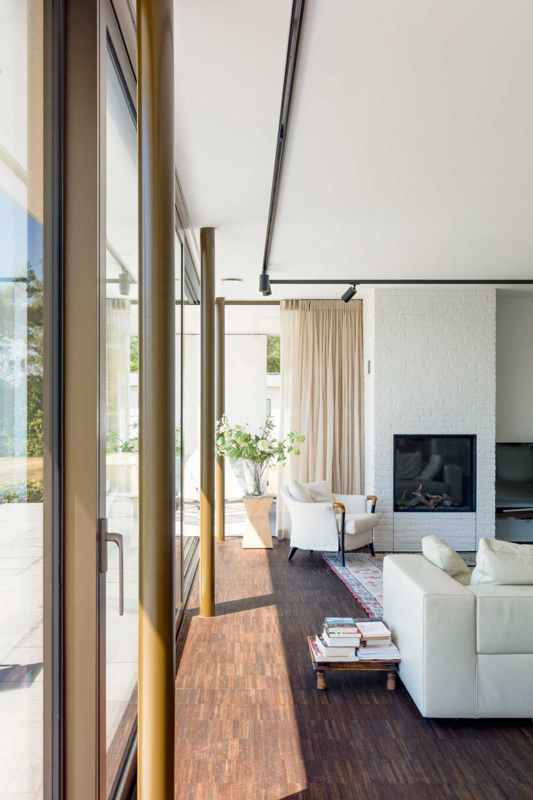 House by the Lake by MO Architecten