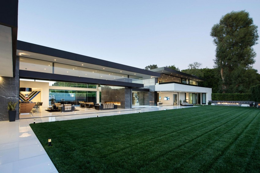This stunning contemporary home is located in Bel Air, California, USA