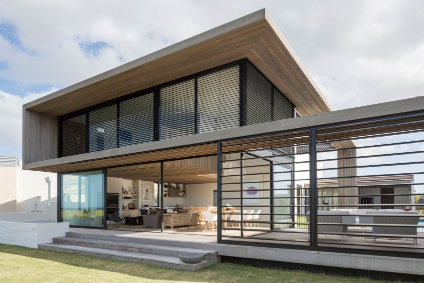 A Contemporary Home in Omaha, New Zealand