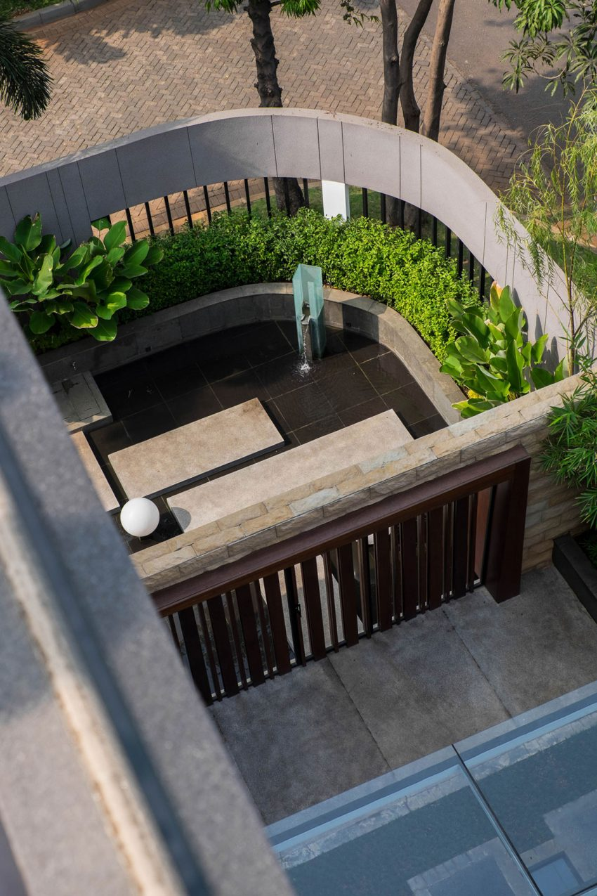 S + I House in Jakarta, Indonesia is a residential project designed by DP+HS Architects in 2015