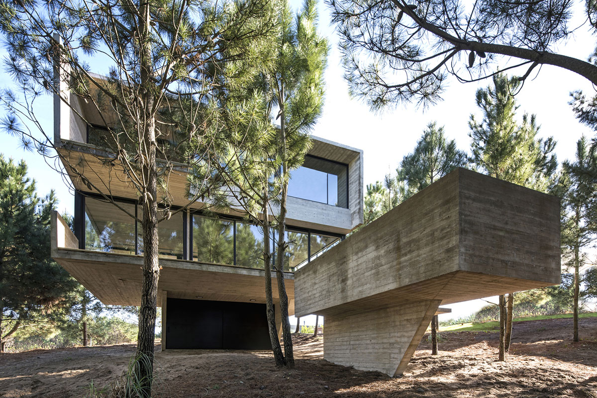 Concrete home for special guests in Buenos Aires