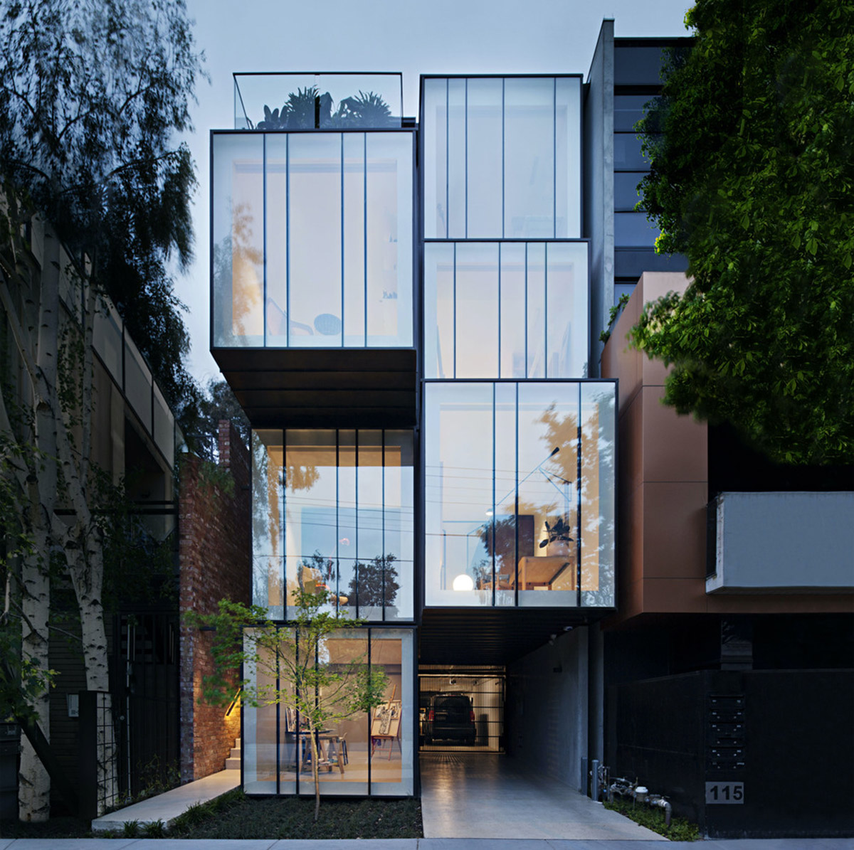 Melbourne: protruding glass boxes for mixed-use housing