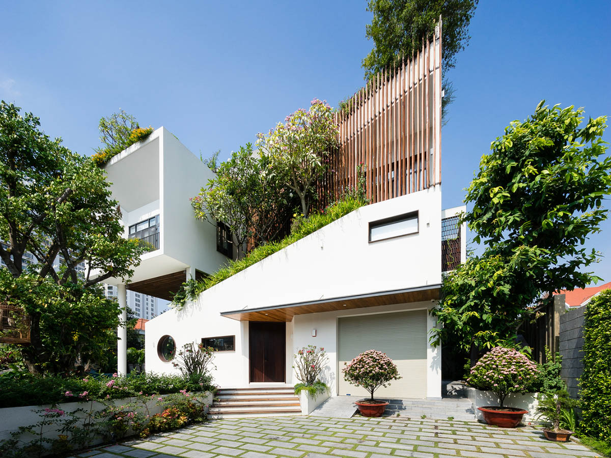 Luxury Residence with volumetric composition in Vietnam