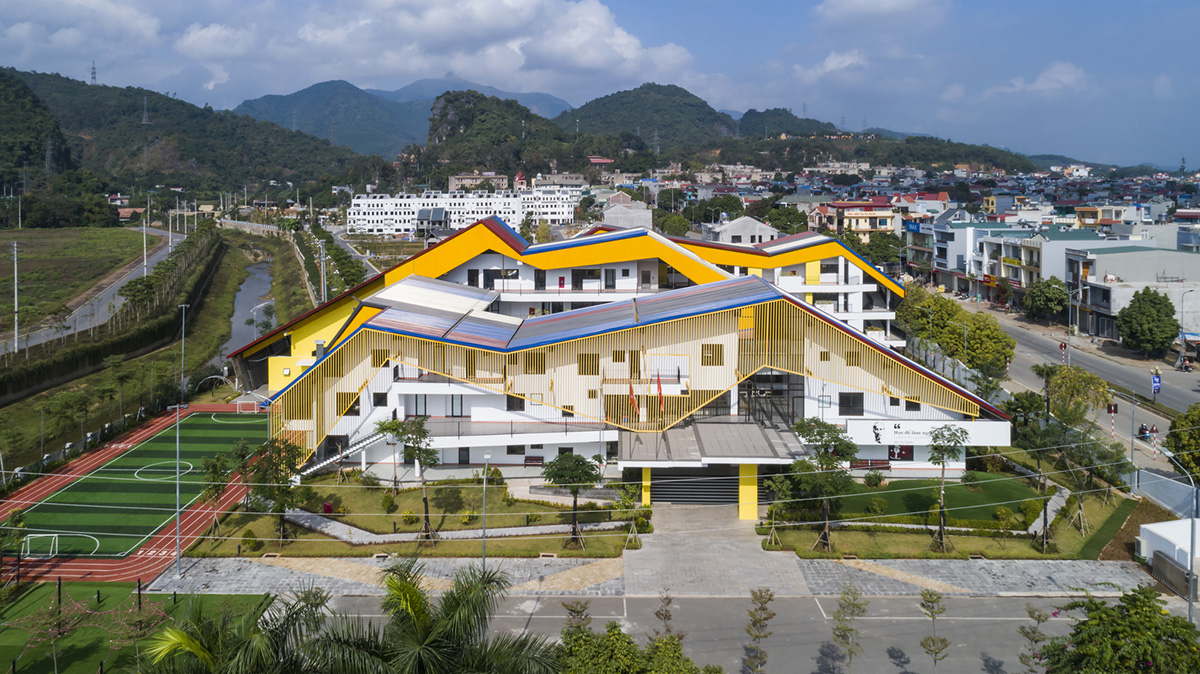 Hanoi-based architecture firm 1+1>2 International Architecture Jsc has designed a kindergarten and primary school composed of a complexity of multi-colored hipped roofs in Hoa Binh province in Vietnam