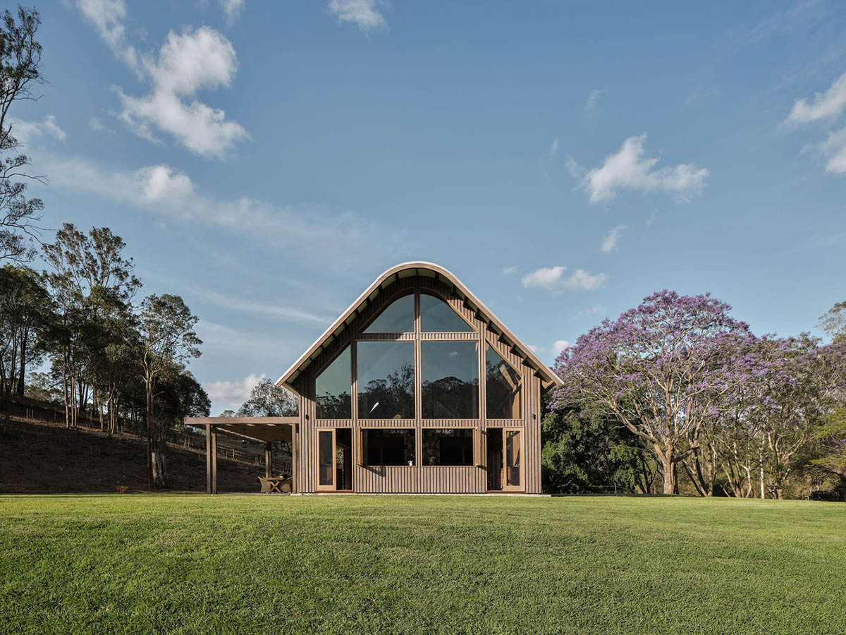 Barn house featuring cathedral-like ceilings in Pullenvale