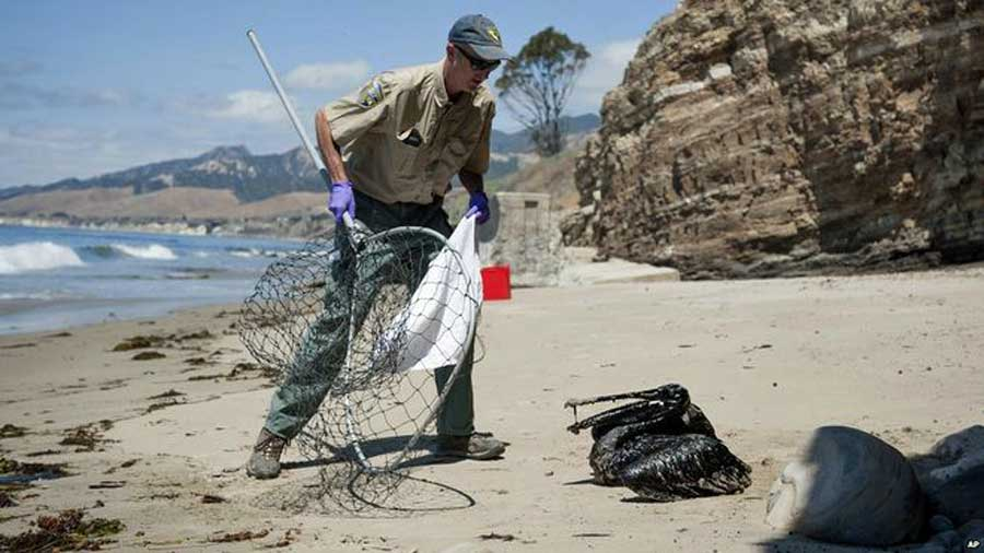 Oil Spill on California coast in Santa Barbara