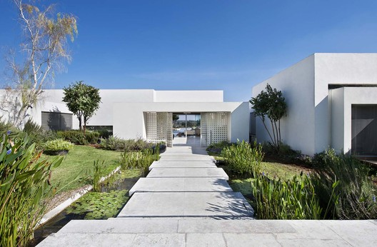 LA House / Eran Binderman +  Rama Dotan