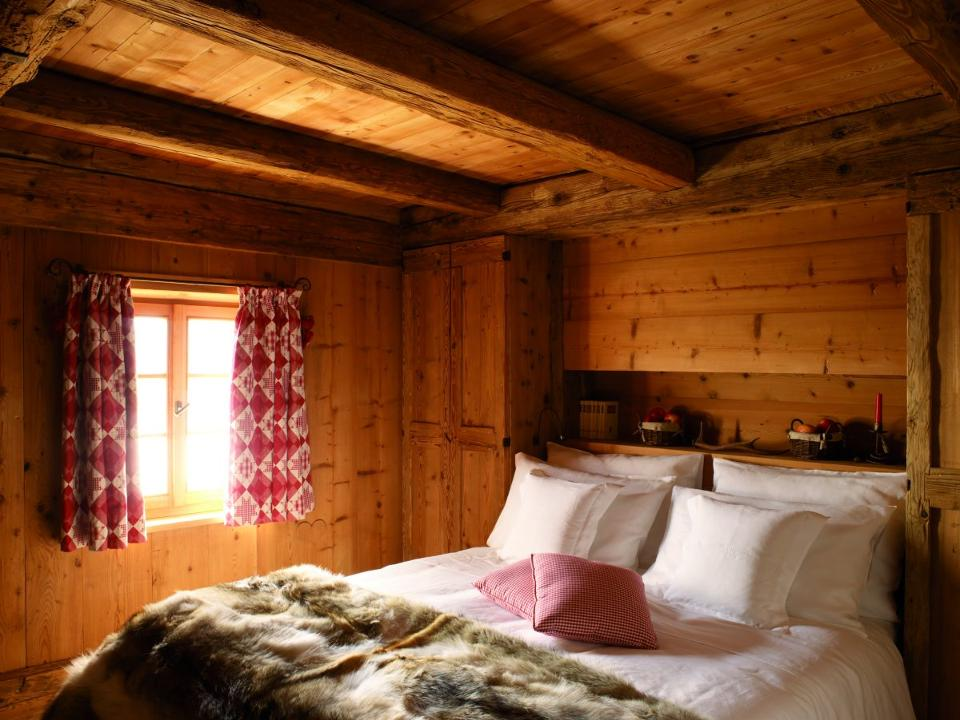 Bedroom at Chalet Casati (Credit: The Collectionist)