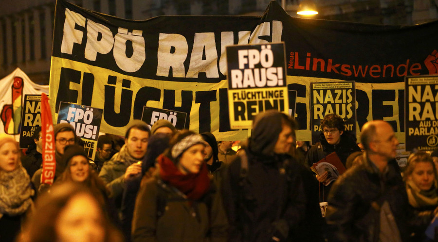 Thousands protest against Vienna ball funded by far-right party