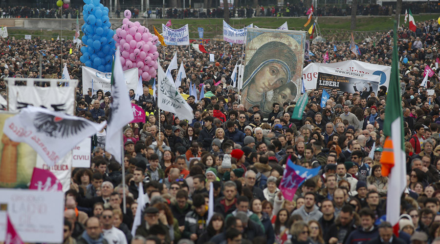 'Resisting deviation': Thousands protest gay unions, adoptions in Rome (PHOTOS)