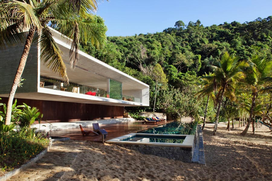Paraty House by Marcio Kogan, Brazil